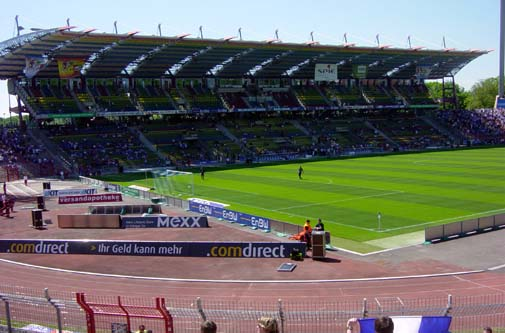 karlsruhe-2008-12-stadion-2-haupttrib