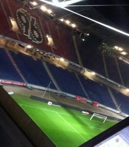 Nach dem Spiel in Hannover: Das Stadion ist leer, es regnet in Strömen - und wir schreiben noch.