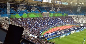 Was für eine beeindruckende Choreo der Schalker Nordkurve vor dem Spiel gegen den FC Augsburg.