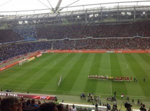 Los geht's: Die letzten Momente vor dem Bundesligastart in Hannover (Foto: Andreas Ernst)