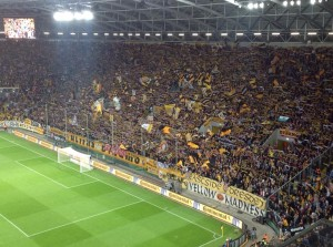 Noch so eine schwarz-gelbe Wand (Foto: Andreas Ernst)