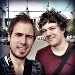Mit WAZ.de-Kollege David Nienhaus auf dem Weg zum Stadion in Mönchengladbach. (Foto: David Nienhaus / @ruhrpoet)
