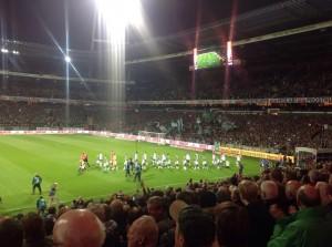 Gleich geht's los: Ich liebe Flutlicht-Spiele, ich mag Bremen. (Foto: twitter.com/AndiErnst)