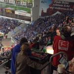 Hätte gern Fans vor dem Spiel fotografiert - leider saß Wolff Fuß dazwischen. (Foto: twitter.com/AndiErnst)