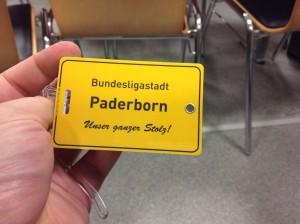 """Immer noch ungewohnt: """"Bundesligastadt Paderborn"""" (Foto: twitter.com/AndiErnst)"""