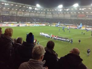 Enges Stadion, enges Spiel - Schalke siegte 2:1 in Paderborn. (Foto: twitter.com/AndiErnst)