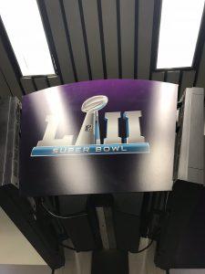 Schon am Flughafen im Zentrum: Der Super Bowl LII - 52.