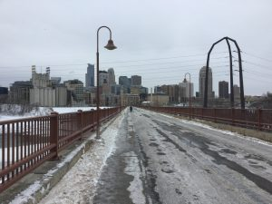 Brücke: vereist. Mississippi: teilgefroren.