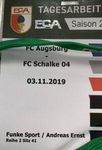 Eine Akkreditierung für Augsburg. Schalke gewann 3:2.