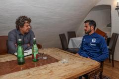 Interview mit Schalke-Kapitän Danny Latza im Sommer 2021 im Trainingslager in Mittersill. (Foto: Tim Rehbein / RHR-Foto)