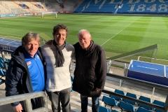 Oktober 2019 - Gruppenbild mit den VfL-Legenden Ata Lameck (l.) und Hermann Gerland (r.).