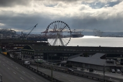 "November 2018 - Blick auf die Seattle Waterfront mit dem ""Great Wheel""."